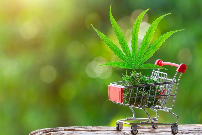 caddie avec fleur de cannabis
